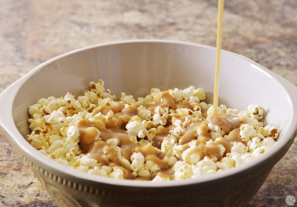 super easy homemade caramel popcorn. i love this stuff!
