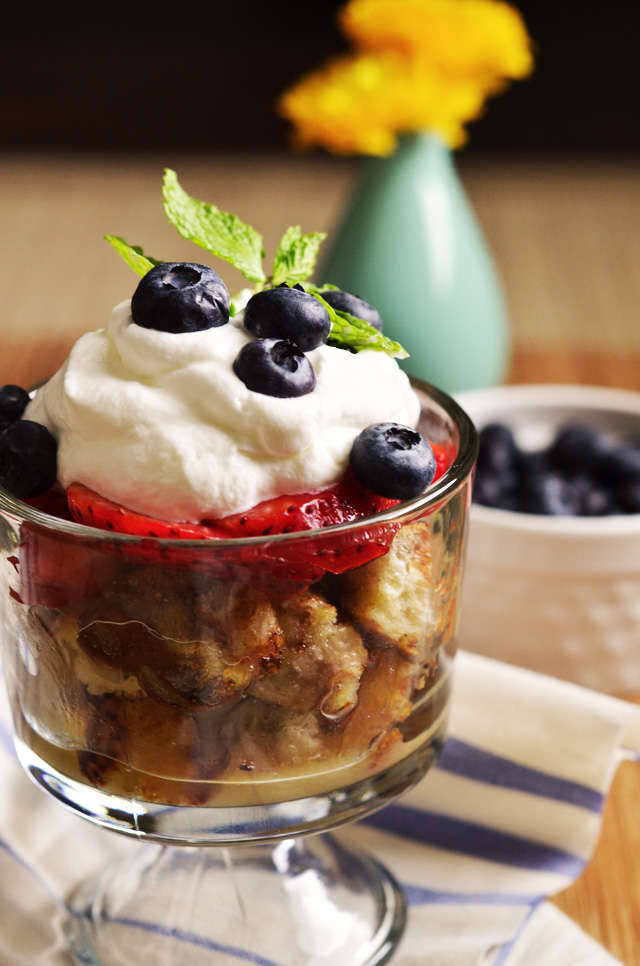 mini french toast trifles - a cute, fun, and delicious breakfast idea!!