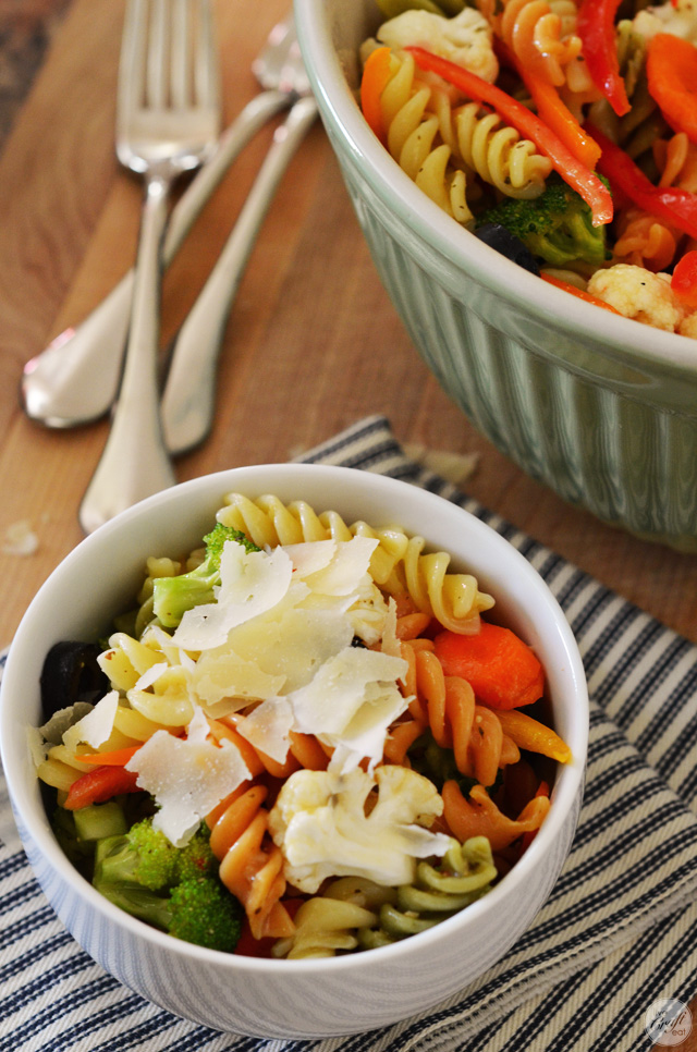 easy, flavorful, and colorful pasta salad. great for lunch, or as a side. so yummy!
