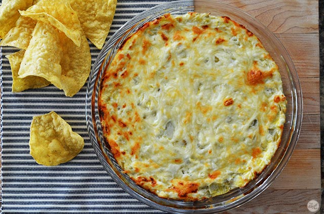 amazing hot artichoke dip - easy to make and sooo easy to eat!