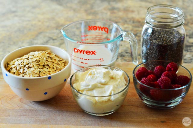 ingredients for the easiest overnight/refrigerator oatmeal. so, so simple yet tasty!