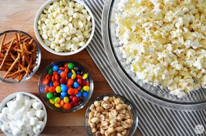 white chocolate candy popcorn mix - the prefect treat for movie night!