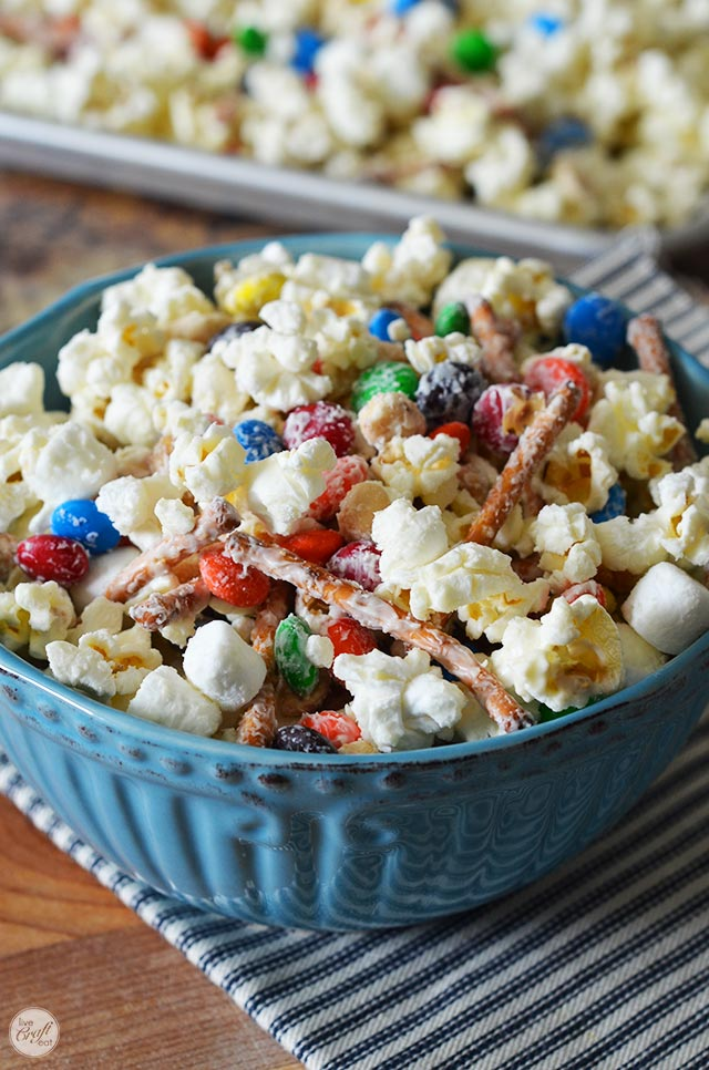 the best movie night popcorn - white chocolate candy popcorn mix!