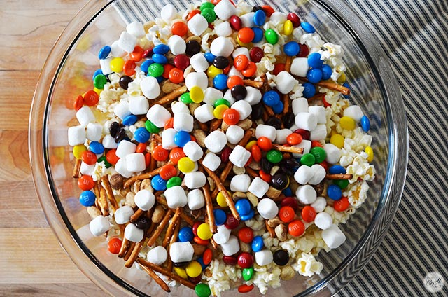 white chocolate popcorn candy mix
