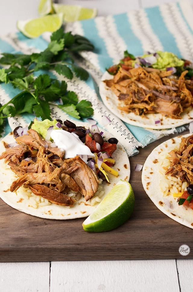amazing and simple slow cooker lean carnitas! perfect for a weekday dinner.