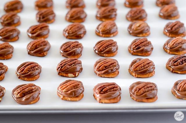 easy caramel pretzel rolo turtles